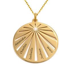 Rundt familie smykke med indgravering og diamant i 10 karat guld product photo