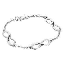 Infinity armbånd til mor med navn i sølv produkt billede