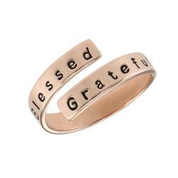 Indgraveret ring wrap i rosaforgyldt sølv produkt billede