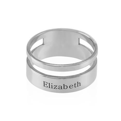 Asymmetrisk ring med navn i sølv - 1