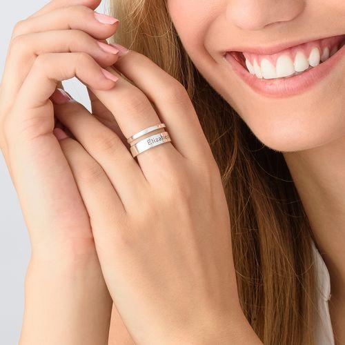 Asymmetrisk ring med navn i sølv - 3