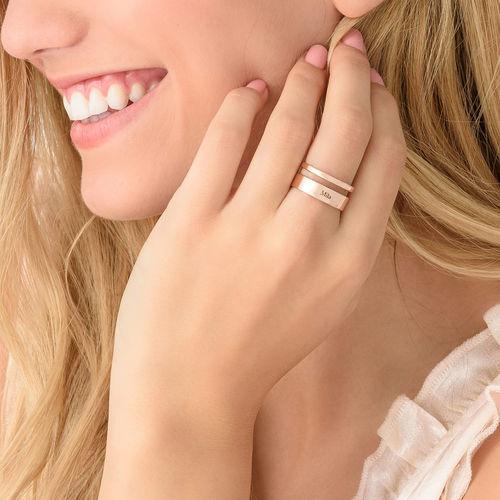 Asymmetrisk ring med navn i 18 karat rosaforgyldt sølv - 3