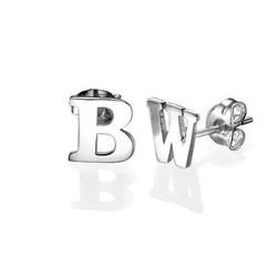 Bogstav øreringe med blokbogstaver i sølv product photo