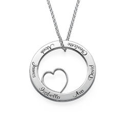 Ingraveret familie halskæde med hjerte i sølv product photo