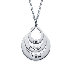 Familie halskæde med gravering og tre dråber i sølv product photo