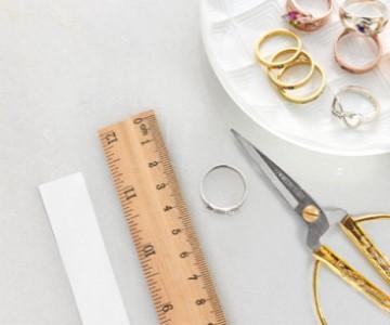 Find din ringstørrelse med vores ring størrelsesguide