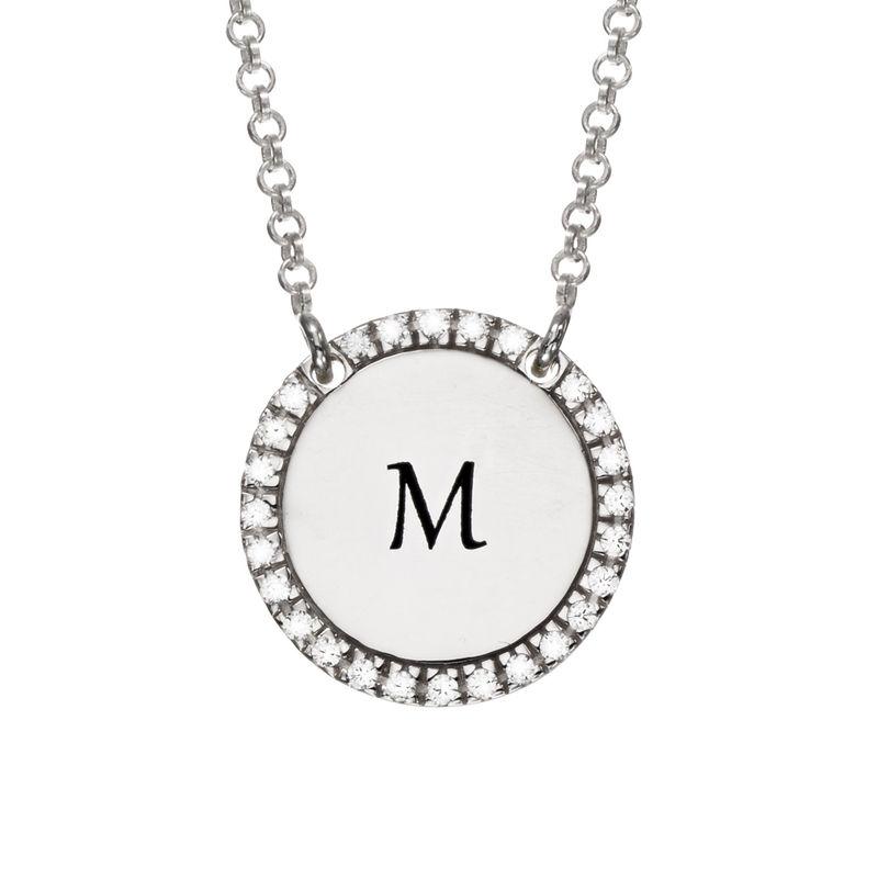 Collar con medalla redonda grabada con circonia cúbica en plata foto de producto