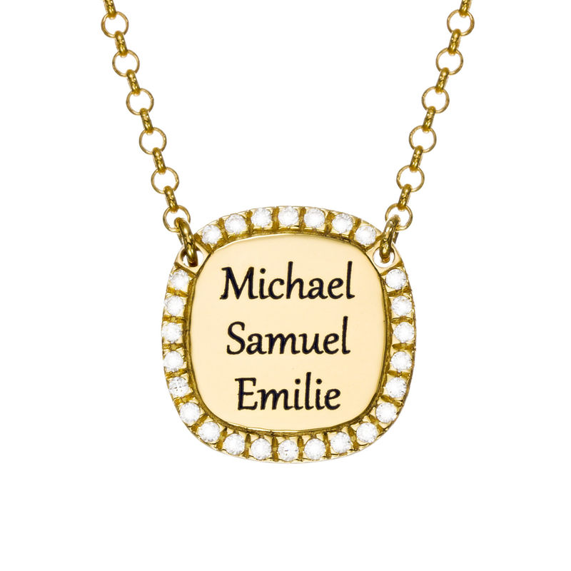 Collar con medalla rectangular grabada con circonia cúbica chapado en oro foto de producto