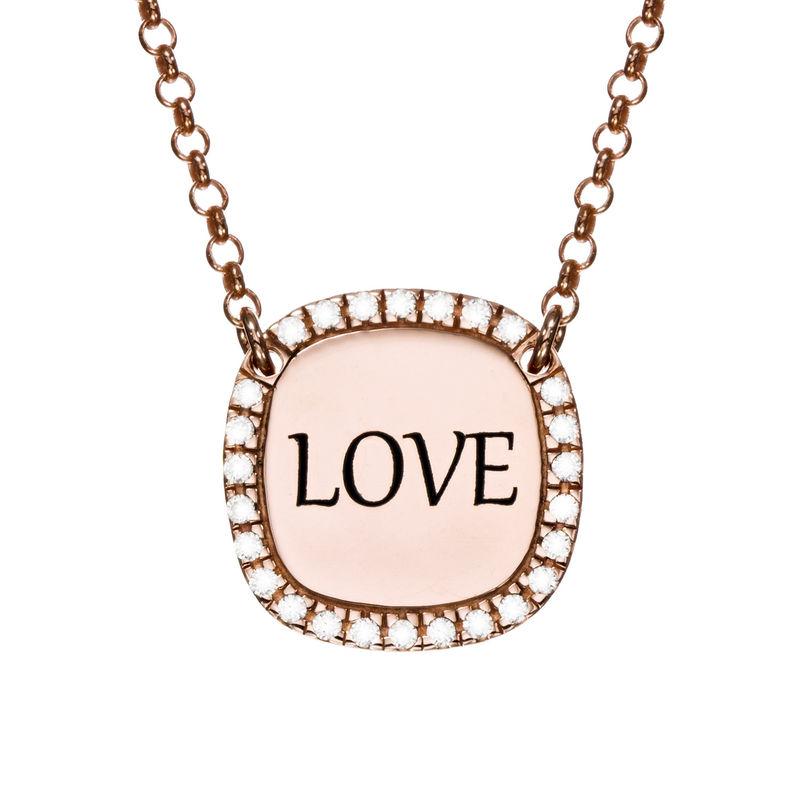 Collar con medalla rectangular grabada con circonia cúbica chapado en oro rosa foto de producto
