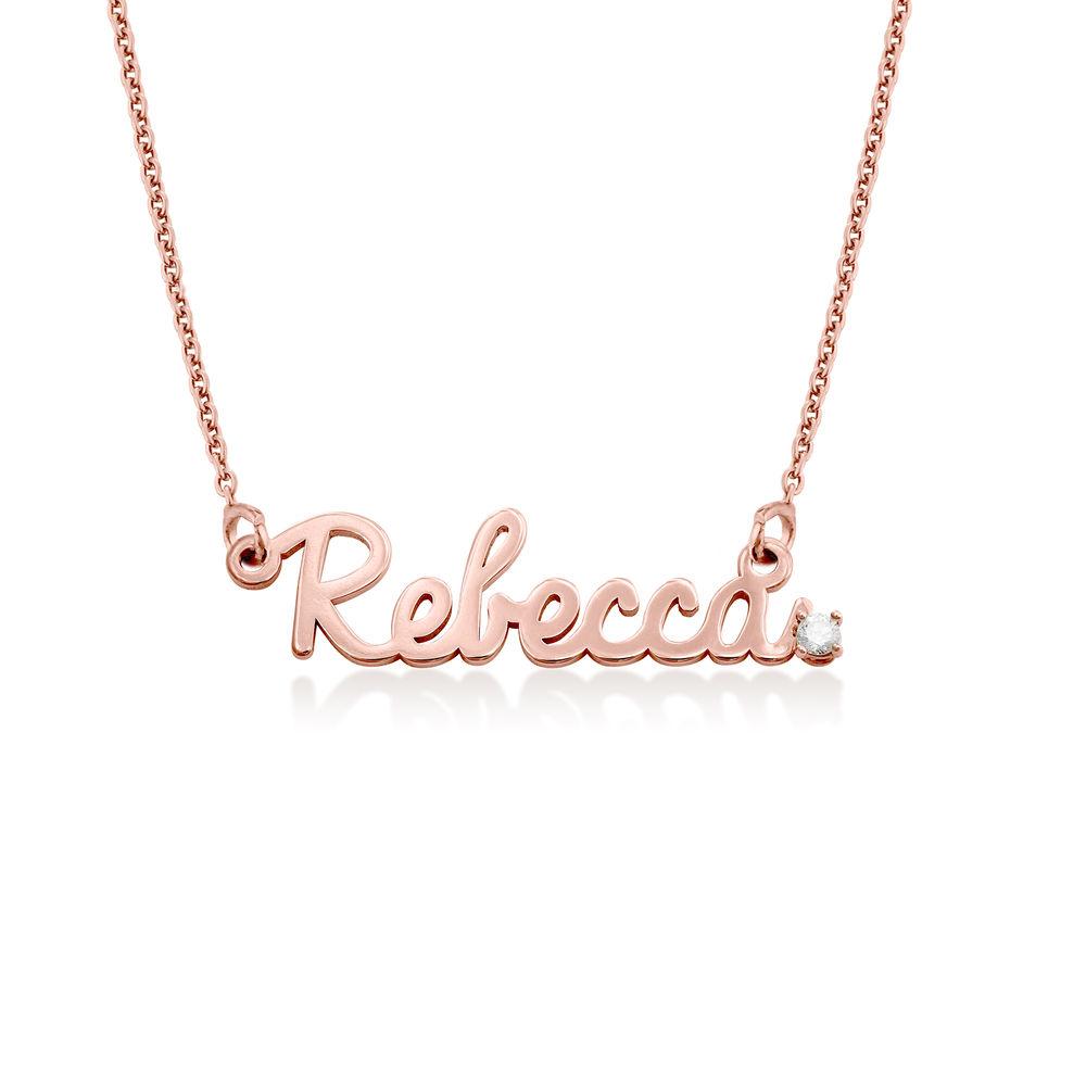 Collar de nombre cursivo en chapa de oro rosa 18k con diamante
