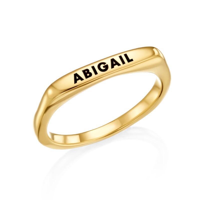 Anillo con nombre rectangular apilable chapado en oro foto de producto