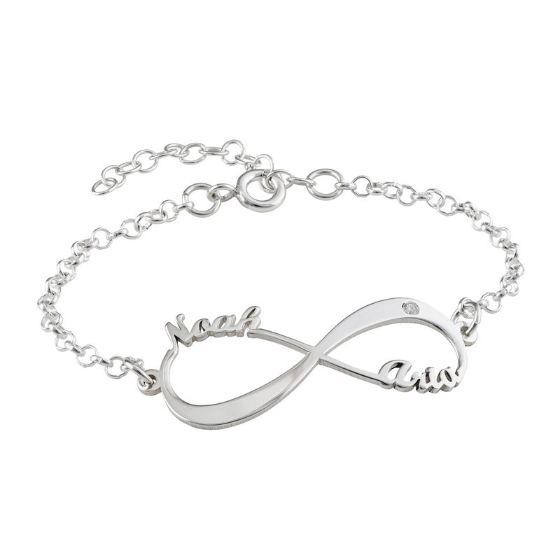 Sterling-hopeinen Infinity rannekoru nimillä ja timantilla