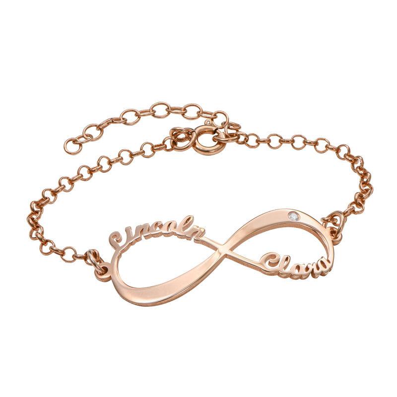 Ruusukullattu Infinity rannekoru nimillä ja timantilla
