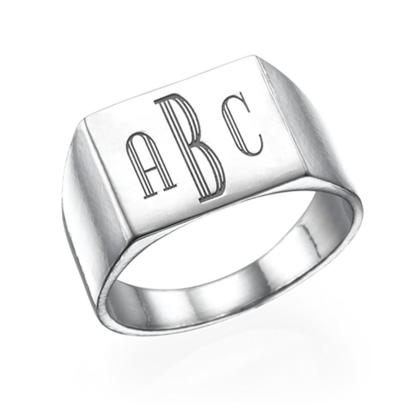 Miesten sormus hopeinen monogrammi kaiverruksella