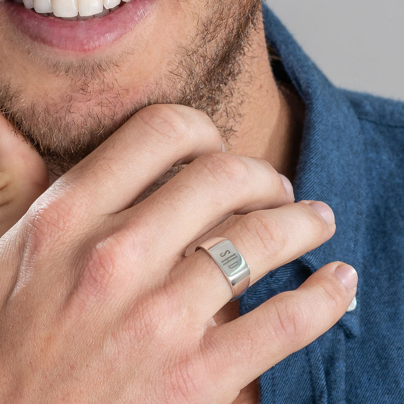 Miesten sormus hopeinen monogrammi kaiverruksella - 2