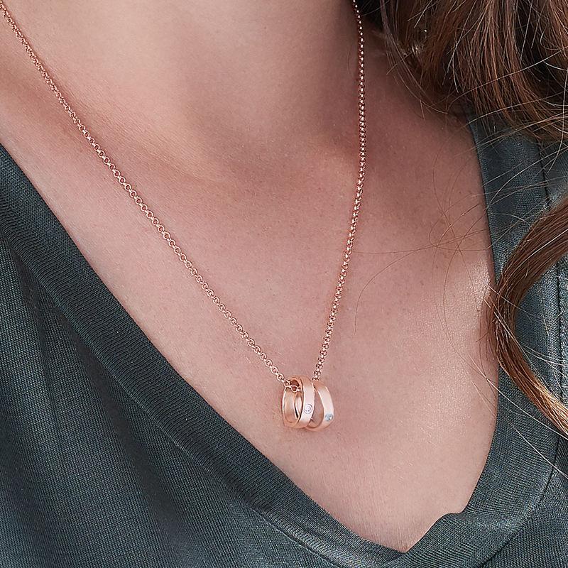 Collier pour maman avec anneaux gravés en plaqué or rose - 2