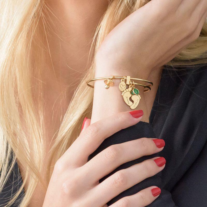Bracelet jonc Pieds de bébé en plaqué or - 4