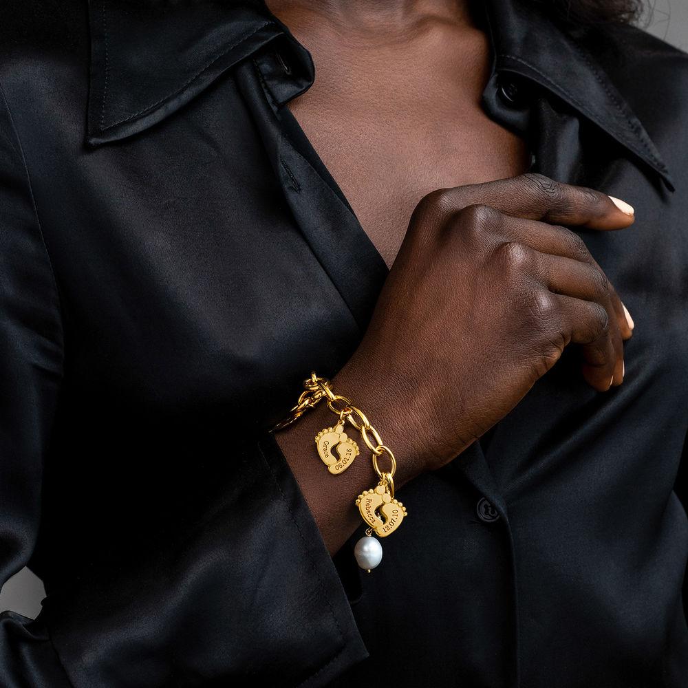 Bracelet maman avec breloques pieds de bébé en plaqué or - 4