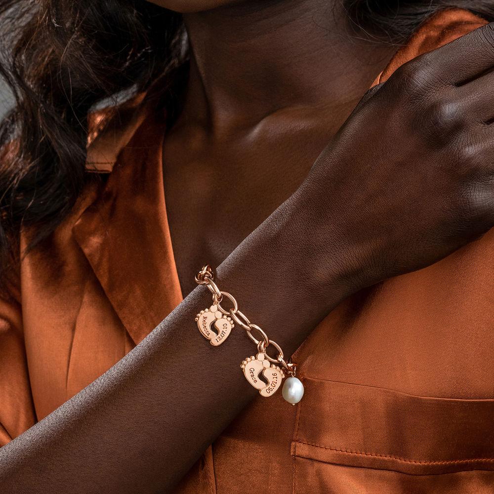 Bracelet maman avec breloques pieds de bébé en Plaqué Or Ros - 4
