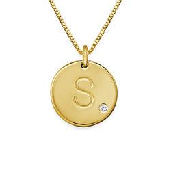 Collier médaille avec initiale en plaqué or avec diamant photo du produit