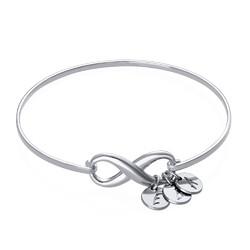 Bracelet Jonc infini avec pendentif initiale en argent photo du produit
