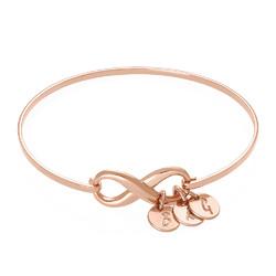 Bracelet Jonc infini avec pendentif initiale en plaqué or rose photo du produit