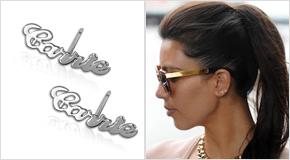 Kim Kardashian avec des Boucles d'oreilles personnalisées avec prénom en argent