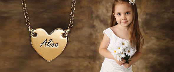 Des Bijoux Personnalisés pour les Filles d'Honneur