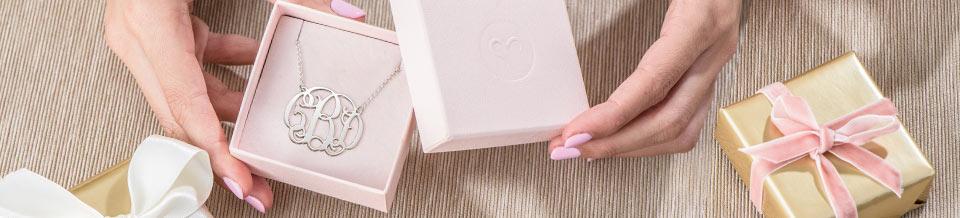 Bijoux monogrammes, cadeau idéal pour les fêtes