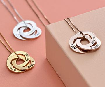 La signification du collier avec anneaux gravés