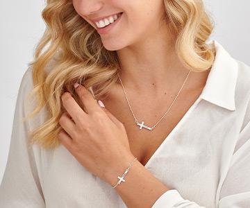 La signification du collier croix horizontale