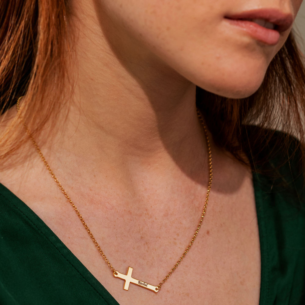 Side Cross Engraved Necklace in Gold Vermeil - 3