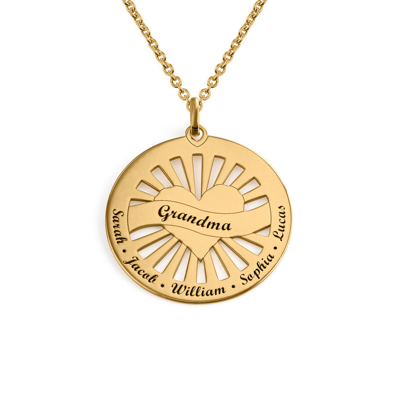 Grandma Circle Pendant Necklace with Engraving in 18K Gold Plating