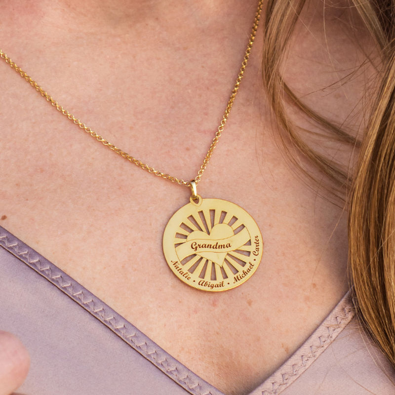 Grandma Circle Pendant Necklace with Engraving in 18K Gold Plating - 4