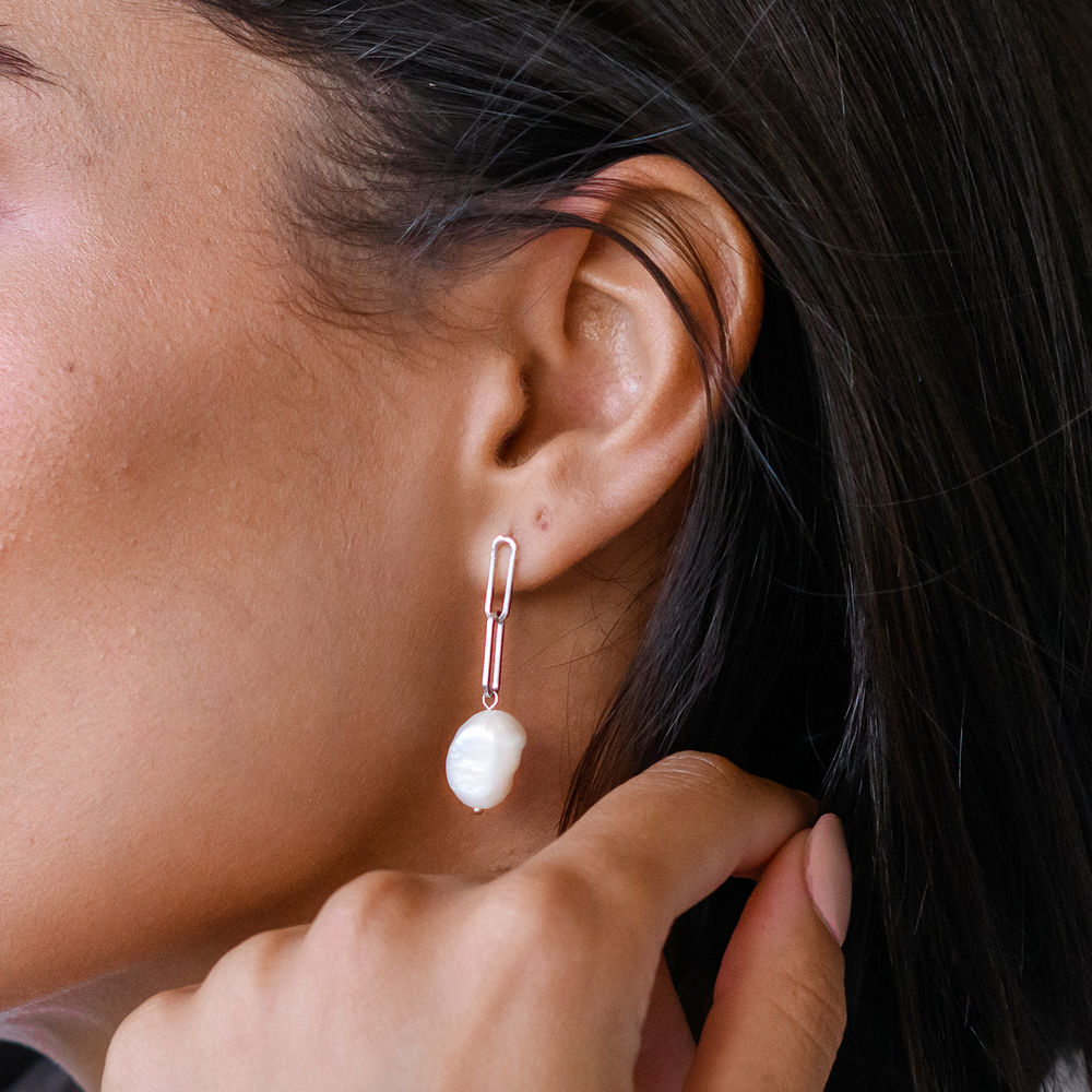 Here Comes the Bridesmaid - Link Earrings With Baroque Pearl in Sterling Silver - 2
