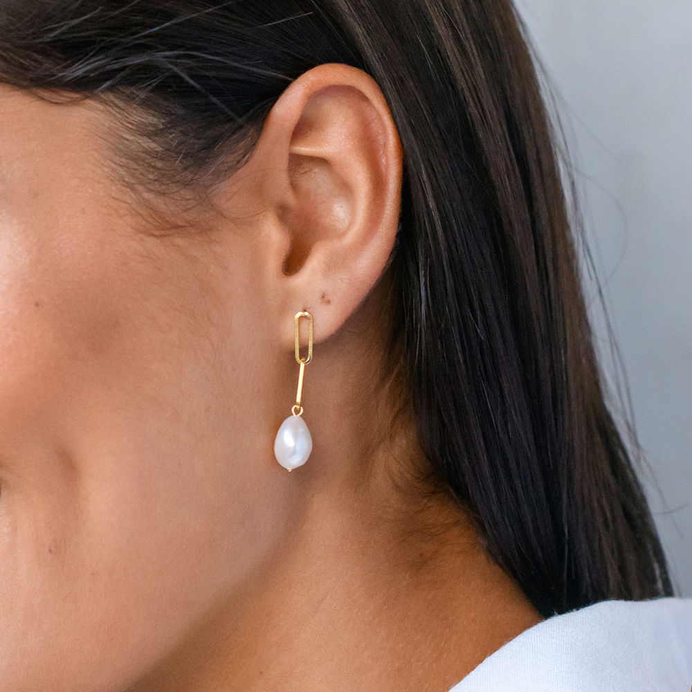 Here Comes the Bridesmaid - Link Earrings With Baroque Pearl in 18k Gold Plating - 2
