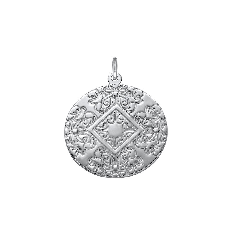 Disc Pendant With Back Engraving