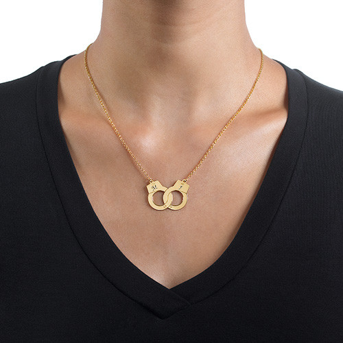 handcuff necklace in 18k gold plating mynamenecklace
