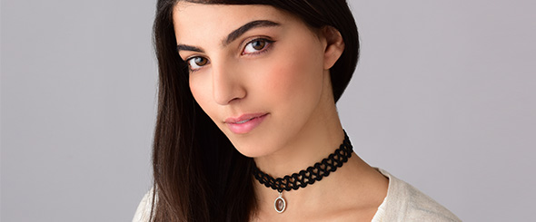 Choker Necklaces Are Back from The 90s!