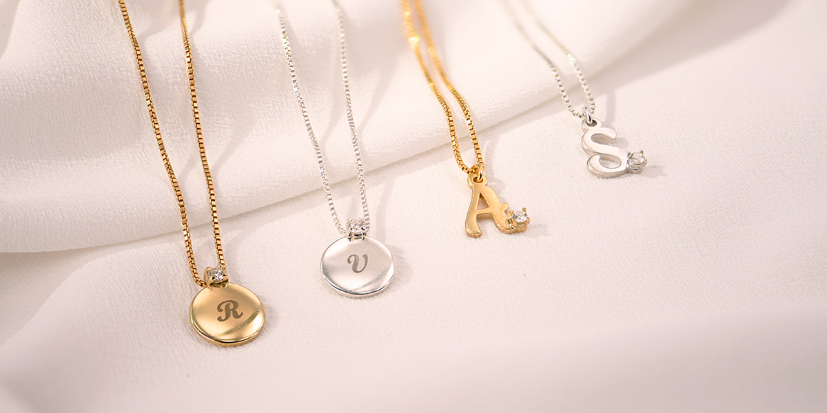 the guide to custom bridesmaid jewelry gifts