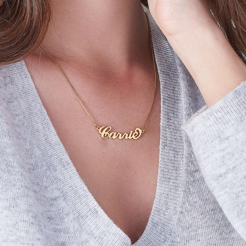 Piccola Collana con Nome Personalizzato Stile Carrie in Vermeil d'Oro - 2