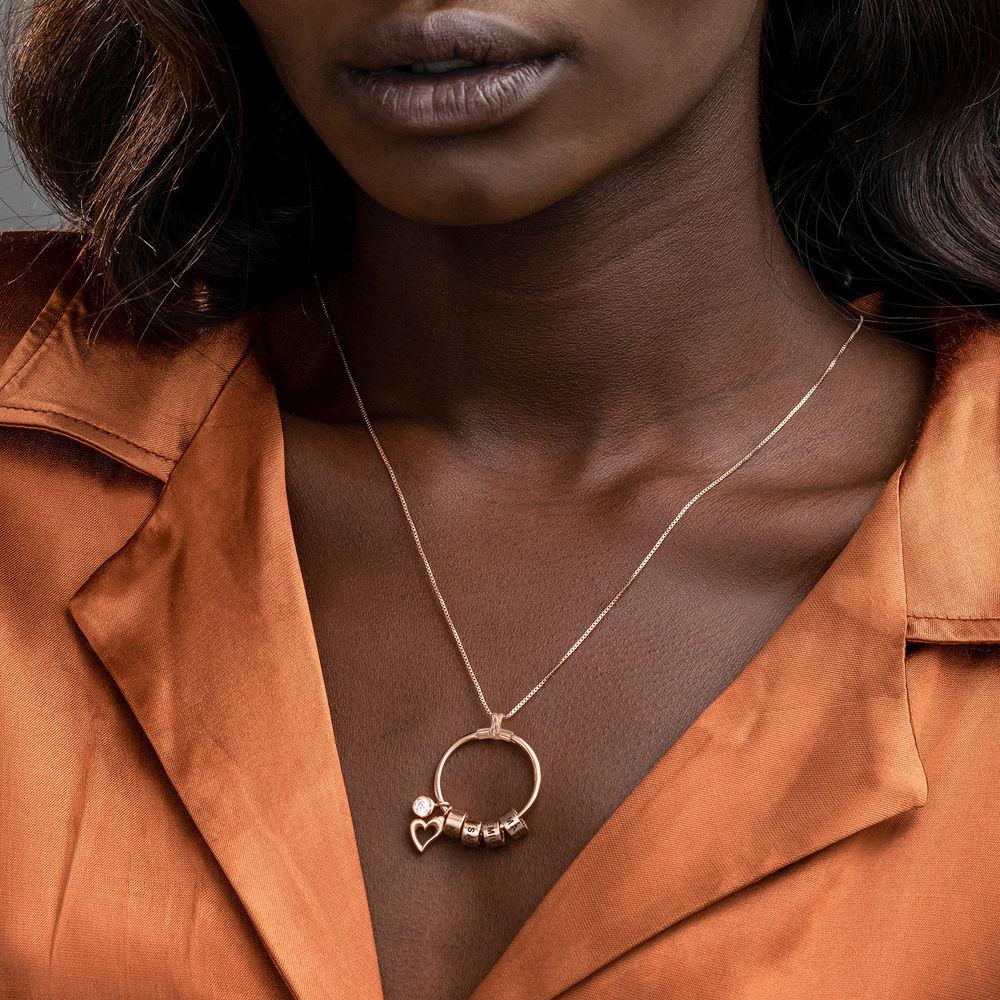 Collana Linda™ con Pendente a Cerchio con Foglia, Perle Personalizzate e Diamante in Placcato Oro Rosa 18K - 3