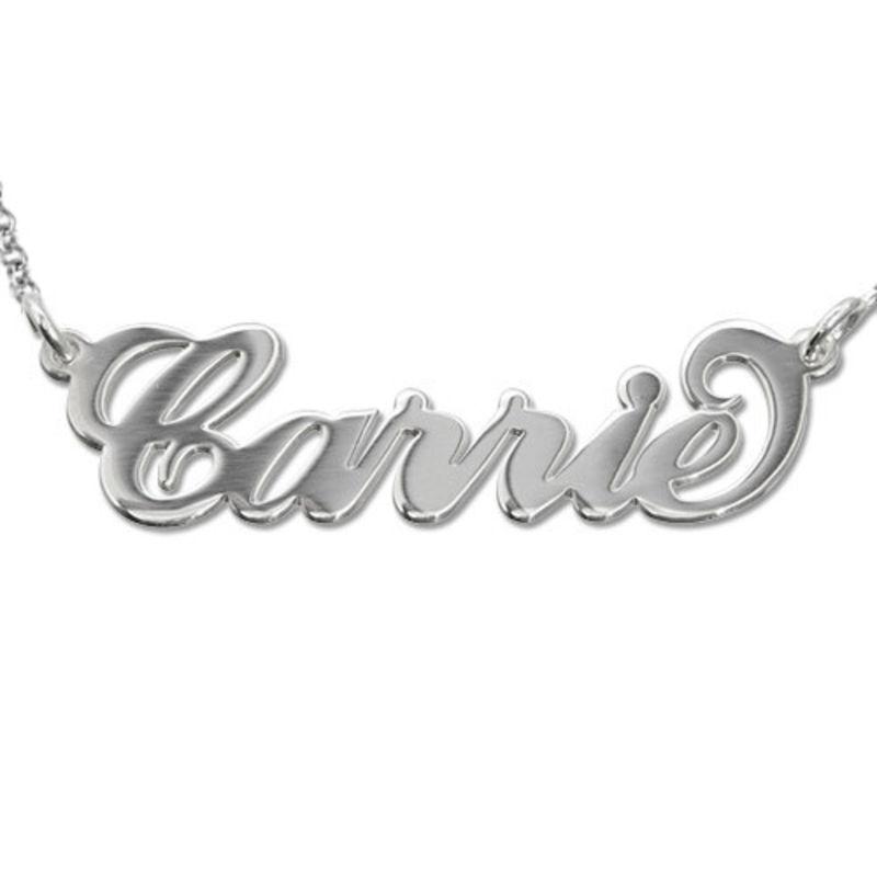 """Collar con nombre estilo """"Carrie"""", plata de ley"""