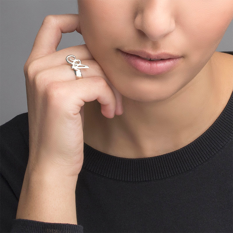 Sierlijke Initiaal Ring in 925 Zilver - 1