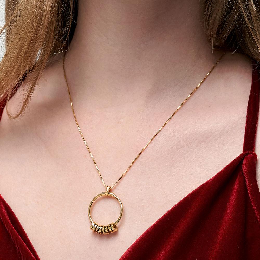 Gegraveerde Cirkel Hanger Linda ™ Ketting met blad en persoonlijke kralen in 18K Goud Verguld - 6