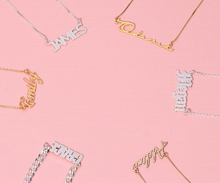 Oppdag ditt navne smykke i ulike materialer
