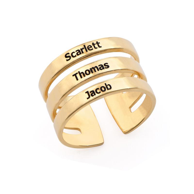 Tre ringer med navn i gullbelegg