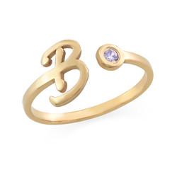 Åpen ring med bokstav og fødselsstein i 18K gullbelegg produktbilde