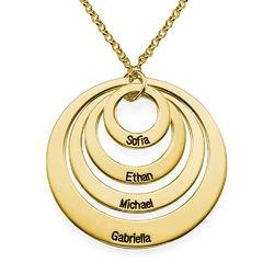Rundt smykke med fire åpne sirkler og gravering i gullbelegg produktbilde