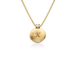 Lite sirkel-initialhalskjede med diamant i gull vermeil produktbilde